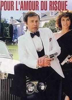 """Pour L'amour Du Risque (1979/1984) : Les enquêtes de Jonathan et Jennifer Hart, les justiciers milliardaires. Véritable """"Self-made-man"""", Jonathan s'est bâti à force de travail, de paris audacieux et de volonté, un bel empire. Marié à une ancienne journaliste, l'homme d'affaires coule des jours heureux dans leur nid douillé californien. Régulièrement impliqué dans des affaires de vol, contrebande, meurtres ou même espionnage, le couple s'improvise détectives pour élucider des enquêtes que la police n'a pas toujours envie d'explorer. Les Hart sont assistés de leur fidèle majordome-chauffeur, Max, inséparable de leur chien bien-aimé, Février. ... ----- ...  Nombre de saison(s) : 5 Nombre d'épisode(s) : 110 Origine : U.S.A. Réalisateur : Sidney Sheldon Acteurs : Robert Wagner, Stefanie Powers, Lionel Stander Genre : Drame, Policier Durée : 42 Année de commencement : 1979 Année de fin : 1984 Titre original : Hart to Hart Critiques Spectateurs :  1.9"""
